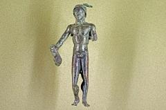 Ancien hôtel-Dieu - Issoudun (Indre).  Musée de l\'Hospice Saint-Roch.   Statuette de Mercure en bronze du IIe siècle après J.-C. en provenance de la rue Nouvelle du Château, Issoudun.