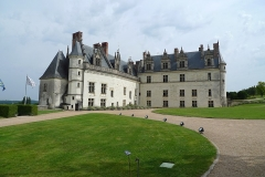 Château - English: the Amboise castle belongs to the most beautiful casltes of the Loire region in France. I took this picture during summer 2012.