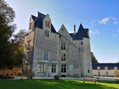 Château des Brétignolles - Français:   Vue de la façade sud-est du château des Brétignolles à Anché en Indre-et-Loire.