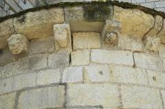 Eglise Notre-Dame - Deutsch:   Katholische Pfarrkirche Notre-Dame in La Celle-Guenand im Département Indre-et-Loire (Centre-Val de Loire/Frankreich), Kragsteine
