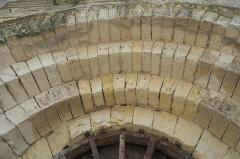 Eglise Notre-Dame - Deutsch:   Katholische Pfarrkirche Notre-Dame in La Celle-Guenand im Département Indre-et-Loire (Centre-Val de Loire/Frankreich), Archivolten am Portal