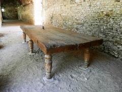 Ancienne chartreuse du Liget - Français:   Table en bois du réfectoire de la chartreuse