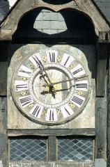 Ancienne chartreuse du Liget - Français:   Horloge sud de la porte Picois à Loches, provenant de la chartreuse du Liget.