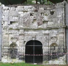Château du Grand Pressigny - Français:   Façade du nymphée du château du Grand-Pressigny, Indre-et-Loire, Centre, France.