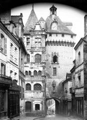 Hôtel de ville et Porte Picoys -