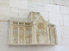 Maison du 16e siècle - Français:   Maquette de l\'abbaye de Valmont, située au-dessus du gisant de son fondateur.