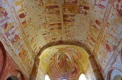 Eglise Saint-Genest - Lavardin (Loir-et-Cher)  Eglise Saint-Genest.     A la voûte du choeur, le Paradis est représenté sous forme de rectangles rouge et jaune, occupés alternativement par des saints et des anges musiciens.