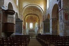 Eglise Saint-Genest - Lavardin (Loir-et-Cher)  Eglise Saint-Genest.  Début de construction probablement vers la moitié du XIe siècle.   La nef à bas-côtés communiquant directement avec le chœur en abside semi-circulaire.