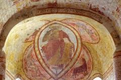 Eglise Saint-Genest - Lavardin (Loir-et-Cher)  Eglise Saint-Genest.  Le Christ en Majesté avec le tétramorphe sur la voûte en cul-de-four de l\'abside.   On remarque l\'affaissement de la voûte.
