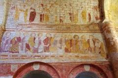 Eglise Saint-Genest - Lavardin (Loir-et-Cher)  Eglise Saint-Genest. Le choeur.  Fresques romanes: le lavement des pieds.