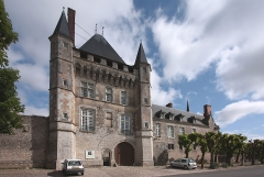 Domaine du château de Talcy - English: Street front of the Castle of Talcy, located in the departement Loir et Cher of France