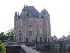 Ancien château - Français:   Donjon de Bellegarde (Loiret, France): façade septentrionale
