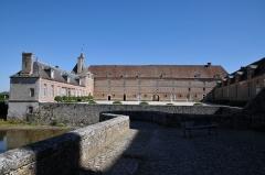 Château de la Bussière, actuellement musée de la Pêche - Deutsch: Schloss La Bussière, Vorburg