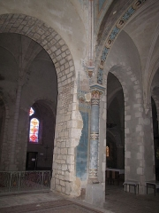 Eglise Saint-Etienne - English: Château-Renard, Saint-Étienne church. Pillar of arch at entrance of collateral chapel in north transept