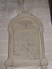 Eglise Saint-Etienne - Français:   Château-Renard - église St-Étienne - Chemin de croix - station 1