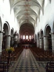 Eglise Saint-Etienne -  Vue générale de la nef  de l\'église Saint-Étienne de Jargeau avec la chaire sur la gauche