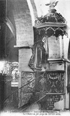 Eglise Saint-Etienne -  La chaire à prêcher hexagonale suspendue en fer forgé (1755), style rocaille, signée du ferronnier Perdoux. Classée monument historique.