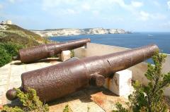 Citadelle - Français:   Bonifacio (Corse du Sud) -  France, canons dans la citadelle.