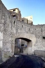 Citadelle -  Bonifacio (Corse-du-Sud) - La porte de France, entrée dans la citadelle par l\'avenue Charles De Gaulle.  Camera location41°23′16.13″N, 9°09′30.94″E  View this and other nearby images on: OpenStreetMap 41.387814;    9.158595