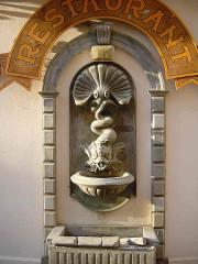 Eglise Sainte-Marie - English: the fountain near the church