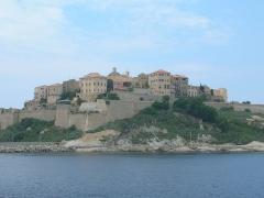 Remparts de la citadelle et Tour du Sel - Lëtzebuergesch: D'Citadell vu Calvi.