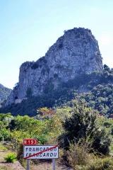 Viaduc sur le Vecchio ou pont Eiffel (également sur commune de Vivario) -  Omessa, Talcini (Corse) - Le monte Pollino (456 m) au nord du massif calcaire du Monte a Supietra et le tunnel ferroviaire de Caporalino