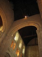 Ancienne abbaye Notre-Dame - Deutsch: Seitenwand in der Abteikirche von Bernay, Normandie, Frankreich