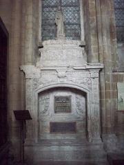 Ancienne abbaye Notre-Dame - Tombeau de Guillaume de Volpiano.