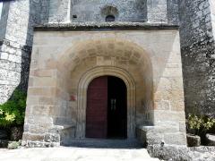 Eglise Saint-Cyr-Sainte-Julitte - Français:   Le portail de l\'église Saint-Cyr-Sainte-Julitte, Saint-Cirgues-la-Loutre, Corrèze, France.