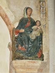 Eglise Sainte-Valérie, dite église du Moutier - Français:   Statue du XVIe siècle en pierre taillée polychrome représentant la Vierge à l\'Enfant; église Sainte-Valérie de Felletin, Creuse, France.