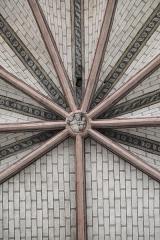 Eglise Saint-Etienne - Deutsch: Stiftskirche Saint-Étienne in Eymoutiers im Département Haute-Vienne (Nouvelle-Aquitaine/Frankreich), Gewölbe mit Schlussstein im Chor