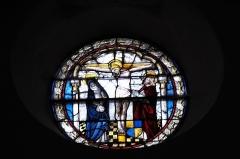 Eglise Saint-Etienne - Deutsch: Stiftskirche Saint-Étienne in Eymoutiers im Département Haute-Vienne (Nouvelle-Aquitaine/Frankreich), Bleiglasfenster (Nr. 101), um 1490 bis 1500; Darstellung: Kreuzigungsgruppe