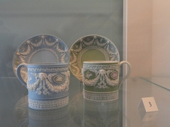 Musée national Adrien Dubouché et Ecole des Arts Décoratifs -  limoges_porcelain_museum_adrien_dubouche_wedgwood_stoke_on_trent_cups_saucers_1867
