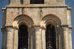 Église collégiale Saint-Léonard - Deutsch: Stiftskirche St.-Léonard-de-Noblat, Glockenturm, 3. Geschoss, Arkaden u. Kapitelle