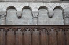 Eglise Saint-Pierre - Deutsch: Ehemalige Abteikirche St-Pierre-St-Paul in Solignac im Département Haute-Vienne (Nouvelle-Aquitaine/Frankreich), Blendarkaden