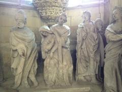 Eglise Notre-Dame - Français:   Personnages autour du tombeau.