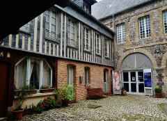 Maison dite de Henri IV - Deutsch: Innenhof des Henri-IV-Haus, Saint-Valéry-en-Caux, Département Seine-Maritime, Region Normandie (ehemals Ober-Normandie), Frankreich