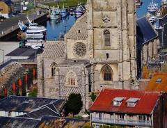 Eglise Saint-Jacques - Deutsch:   Blick von der Klippen von Le Tréport auf die Kirche St. Jakobus, Le Tréport, Département Seine-Maritime, Region Normandie (ehemals Ober-Normandie), Frankreich