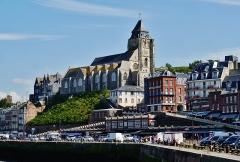 Eglise Saint-Jacques - Deutsch:   Nordseite der Kirche St. Jakobus, Le Tréport, Département Seine-Maritime, Region Normandie (ehemals Ober-Normandie), Frankreich