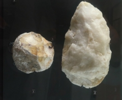 Groupe de six tumuli - English: Lower Paleolithic tools: 1: chopping tool (roughly worked pebble chopper tool); 2: biface. Musée des tumulus de Bougon