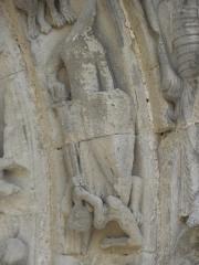 Restes de l'ancienne église Notre-Dame-de-la-Couldre - Français:   Façade de l\'église Notre-Dame-de-la-Couldre à Parthenay (79). Portail. Détail de la 3ème voussure.