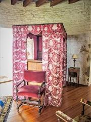 Château (ensemble du) - Français:   Lit de la chambre de la tour Mâgde-Fâ. Château de Belvoir. Doubs