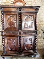 Château (ensemble du) - Français:   Un des meubles du château de Belvoir. Doubs