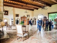 Château (ensemble du) - Français:   Salle d\'honneur du château de Belvoir. Doubs