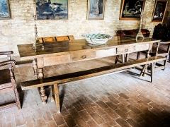 Château (ensemble du) - Français:   Table et sièges, dans la salle d\'honneur du château de Belvoir. Doubs