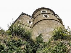 Château (ensemble du) - Français:   Tour Mâdge-Fâ du château de Belvoir, vue de l\'extérieur. Doubs