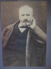 Maison natale de Victor Hugo - Français:   Victor Hugo, par le photographe Pierre Petit, pendant l\'écriture des Misérables (publié en 1862)