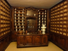 Maison natale de Victor Hugo - Français:   Vue de la pharmacie située au rez-de-chaussée du Palais Lascaris, (Nice, Alpes-Maritimes, France)}, et transférée en 2013 à la pharmacie Jacques de Besançon, au RDC de la maison natale de Victor Hugo