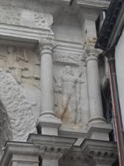 Porte Noire - Français:   Vue détaillée de la Porte Noire de Besançon: piédroit Ouest, étage supérieur. Représentation d\'un Dioscure.