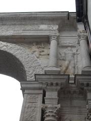 Porte Noire - Français:   Vue détaillée de la Porte Noire de Besançon: piédroit Ouest, partie supérieure.